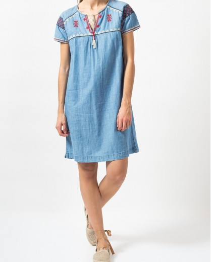 Vestido denim con bordados folk